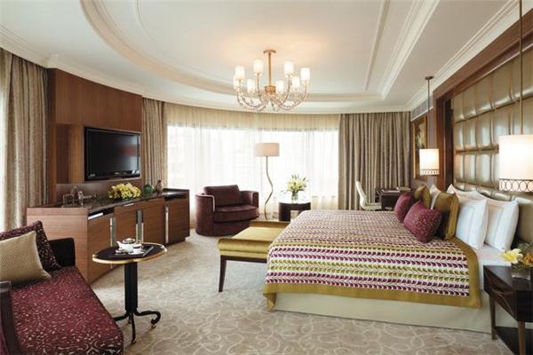 安逸閑庭酒店豪華大床房