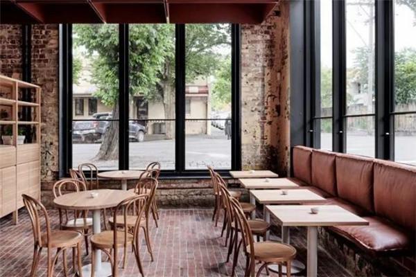 紅磚咖啡店面