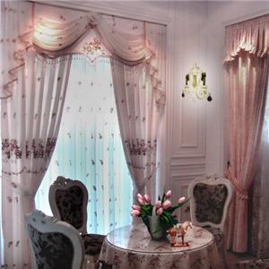 我家窗簾紫色