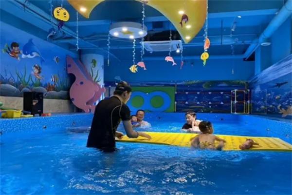 好寶寶游泳館專業教練