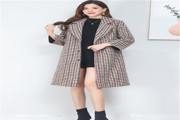 武漢奇美服飾格子大衣