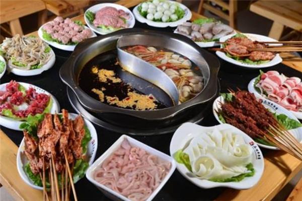 筷子街老火鍋菜品多