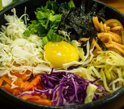 美食记石锅拌饭丰盛