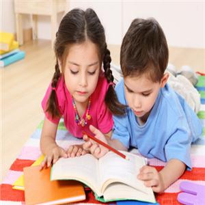 媽媽寶貝培訓培養孩子閱讀能力