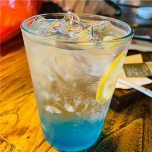 魔方小鎮咖啡館冰鎮檸檬