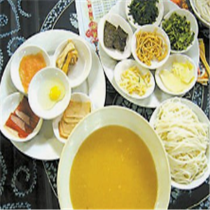 蒙自過橋米線小吃菜品豐富