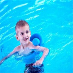 星期六儿童游泳馆好看