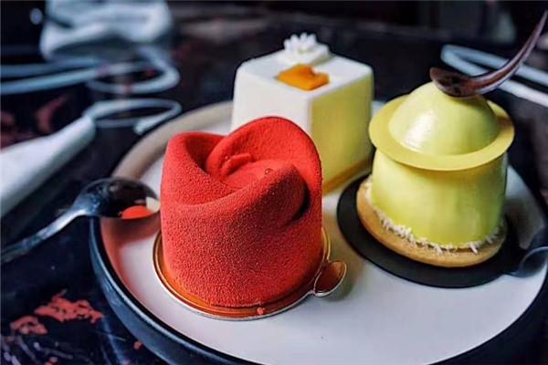 三色鴿甜品美味蛋糕
