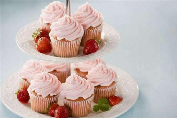 三色鴿甜品草莓蛋糕
