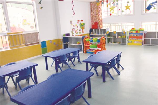 新喬愛家國際幼兒園課桌