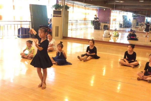 舞者之家培训练舞房