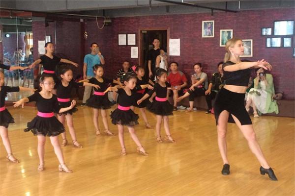 舞者之家培训拉丁舞