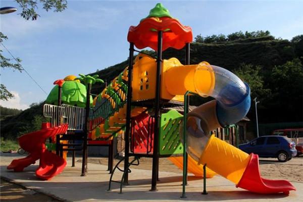 榮一兒童樂園戶外設施