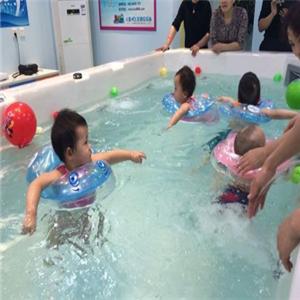 米其儿婴儿游泳馆蹬腿