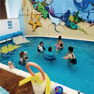 米其儿婴儿游泳馆游泳