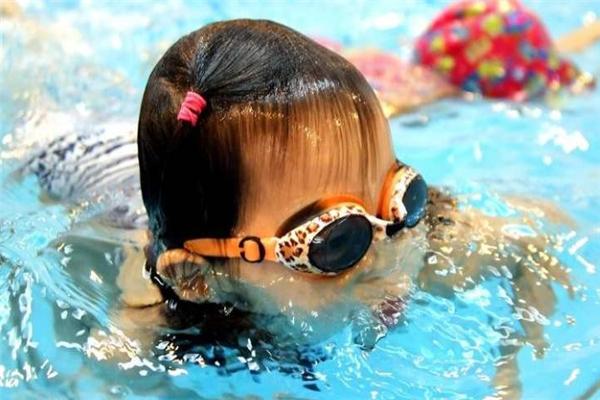 米其儿婴儿游泳馆练习