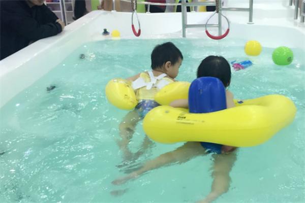米其儿婴儿游泳馆泳池
