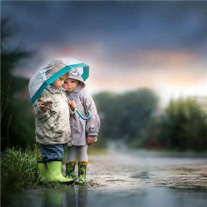 天使儿儿童摄影下雨