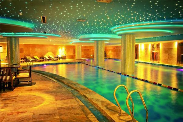摩登克斯游泳池