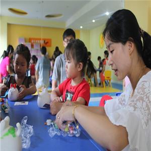 凯得威国际幼儿园手工课
