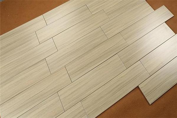 中本地板木质