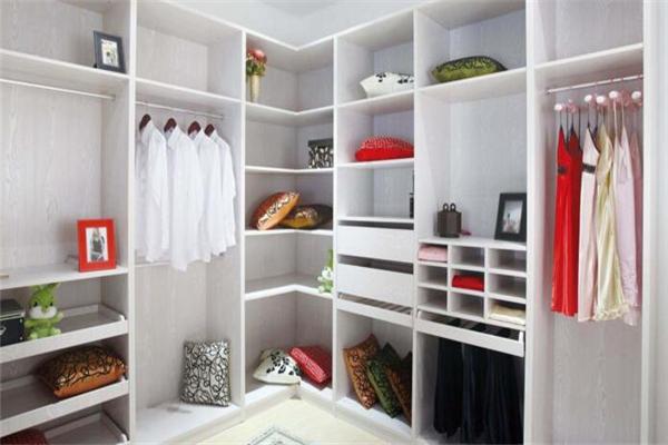 客莱尔整体衣柜整洁