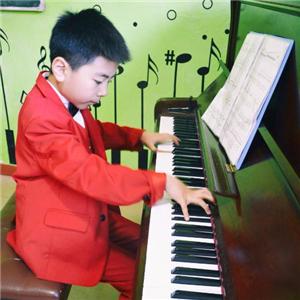 晶橙国际艺术教育钢琴