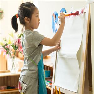 自然树幼儿园绘画