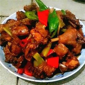 尚记黄焖鸡米饭装盘