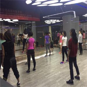 动岚健身俱乐部教练培训瑜伽培训