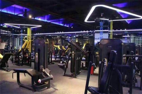 动岚健身俱乐部教练培训健身室
