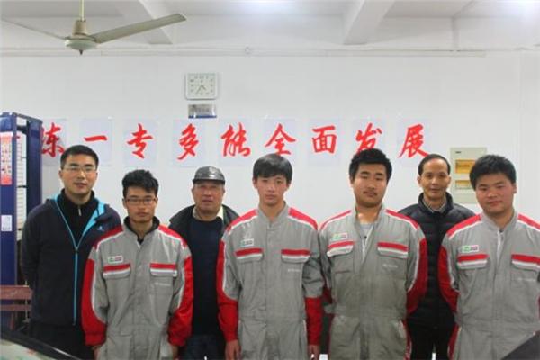雍业汽车维修团队