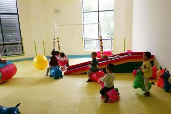 學之源早教中心玩耍