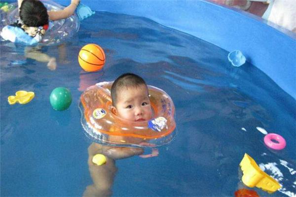 游樂慧游泳