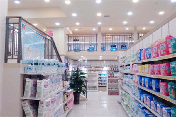 童泰孕婴店尿不湿区