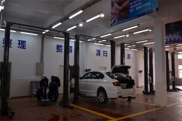 华胜专修车库