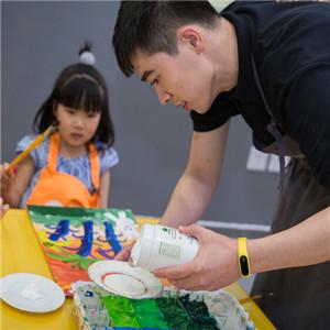 藝術傘國際兒童藝術中心繪畫