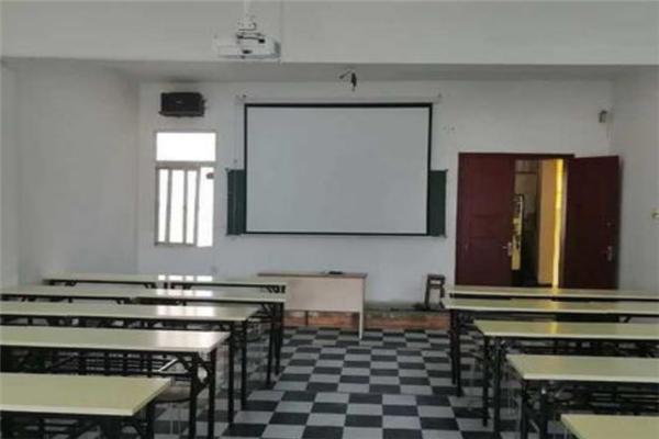 寶藝美校教室