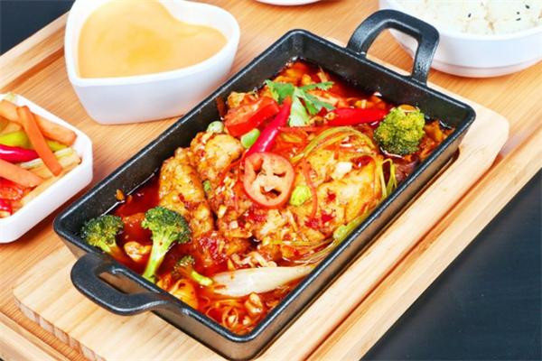 泰烧烤鱼饭快餐麻辣