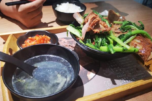 骨搗排骨飯青菜