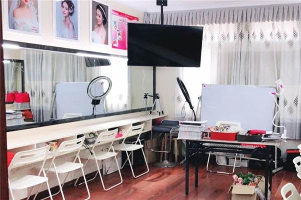 玲麗時尚教育化妝室