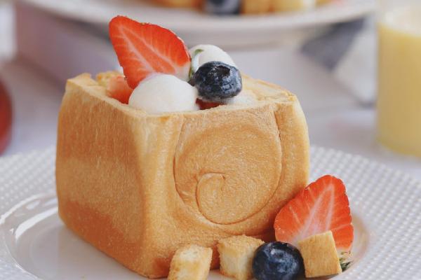 瘋狂的草莓冰淇淋面包