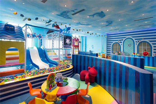 未来的儿童乐园滑滑梯