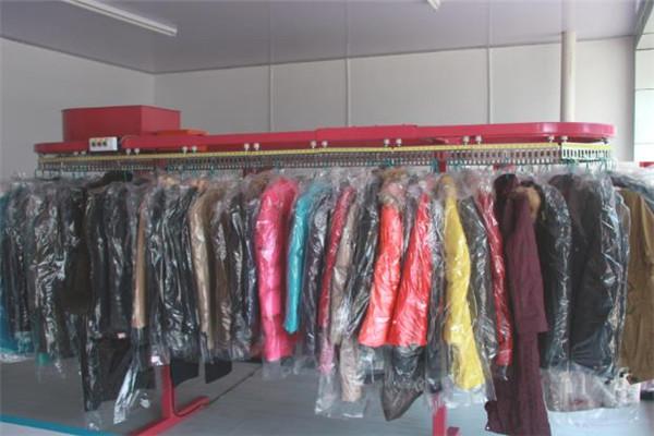 油特干洗多件衣服