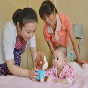坂田家政公司照顾小孩