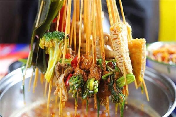 何氏串串香很好吃