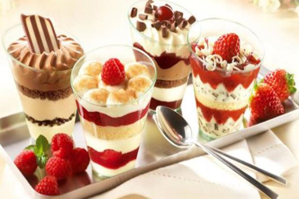 DONTMOVEZUO甜品草莓