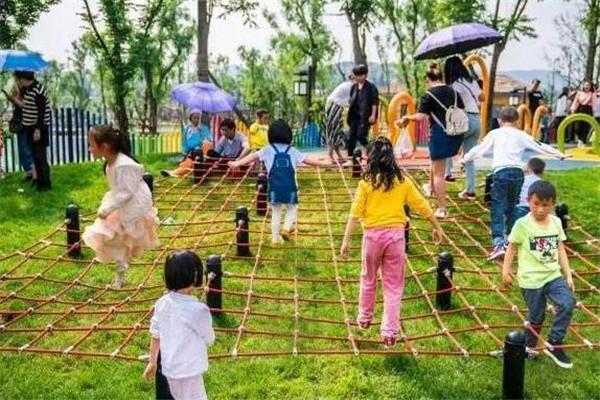 洛嘉兒童主題樂園玩耍