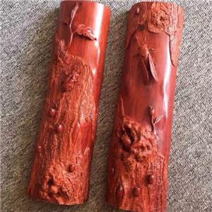 巨匠雕刻合作木头