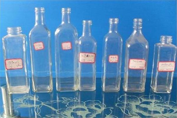 鑫泰玻璃瓶款式多